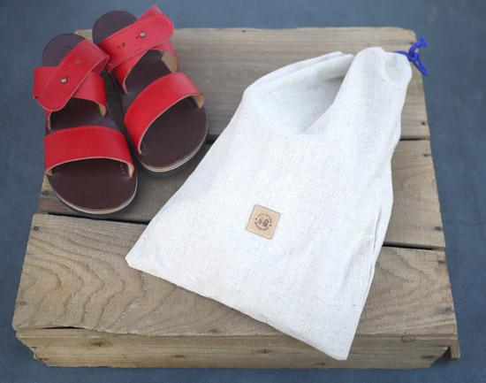 プレゼントやギフトにも最適な靴袋付き