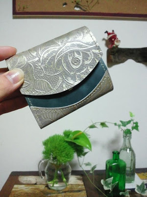 左利きの小さい財布