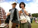 お姉さんと旅行財布